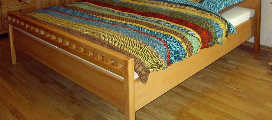 Bett aus Buche massiv