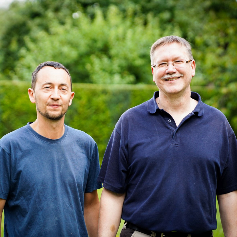 Tischlermeister Jürgen Hoppe und Tischlergeselle Eduard Kreps